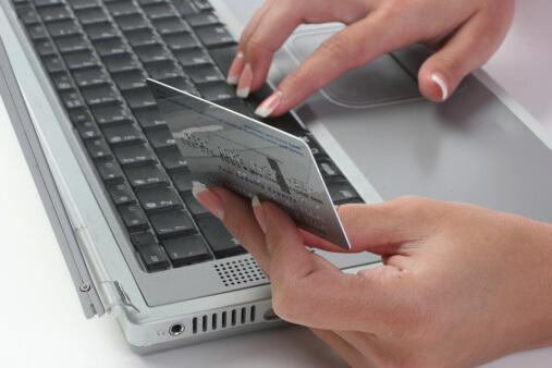 Online vásárlás: Új webáruház jogszabály lépett életbe